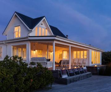 grande maison avec porche