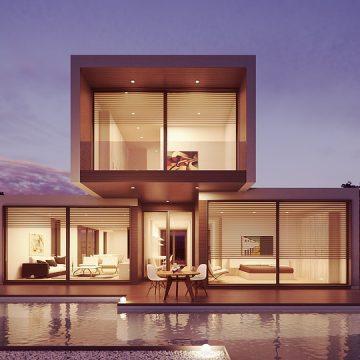 Maison contemporaine avec de grandes baies vitrées construite par un architecte