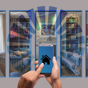 Téléphone portable qui envoie des informations aux appareils connectés d'une maison